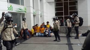 PNB arrojó bombas lacrimógenas dentro de camión con estudiantes detenidos