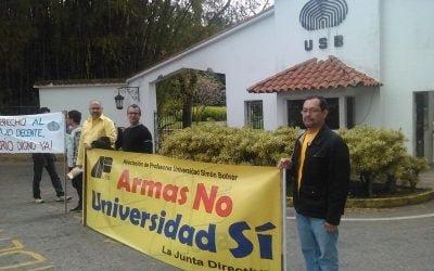 Profesores de la USB protestaron por el incumplimiento en el pago completo de sus sueldos y salarios.