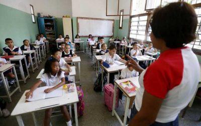 Gobierno anunció aumento del 15% en todas las tablas salariales del sector educación