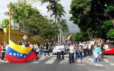 Maestras de Baruta protestaron abusos de Maduro