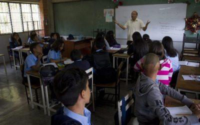 De 500.000 maestros que había en el país quedan un poco más de la mitad en ejercicio