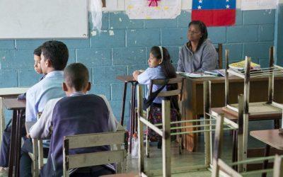 Colegios privados se las ingenian para abrir las aulas pese a los cortes de luz