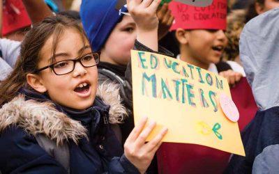 No se debe culpar solo a los docentes de las deficiencias básicas de los sistemas educativos, estima la UNESCO.